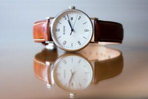 Montre-avec-bracelet-en-cuir-interchangeable