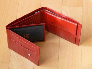 contenance-portefeuille-en-cuir