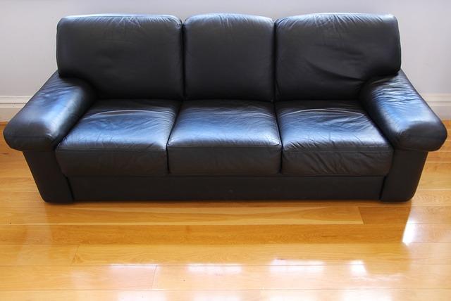 canapé-cuir-trois-places-noir