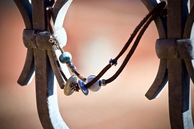 Que faire contre un bracelet en cuir qui sent mauvais?