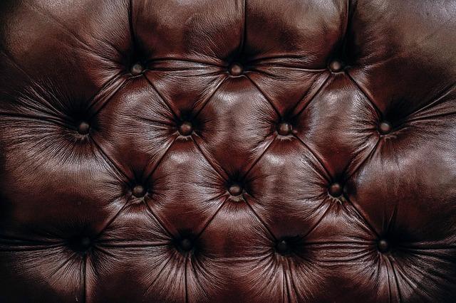 Comment laver et nettoyer un canapé en cuir?