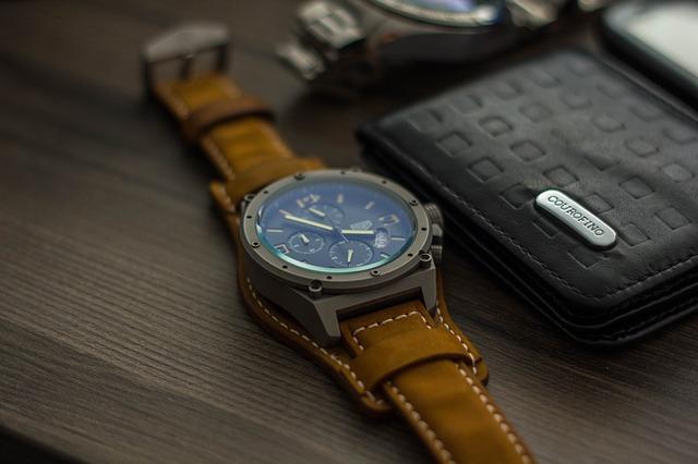 MEGALITH : une montre avec bracelet en cuir très à la mode