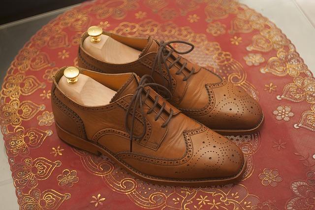 Comment détendre et assouplir des chaussures en cuir?