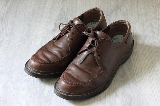 Est-ce que les chaussures en cuir s'agrandissent et se détendent?